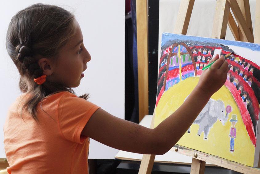 Карина рисует цирк. Художественная школа Batik4art